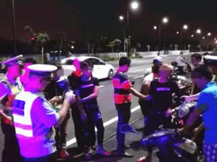 """霞山交警一晚拘留""""飙车""""无证驾驶6人!"""
