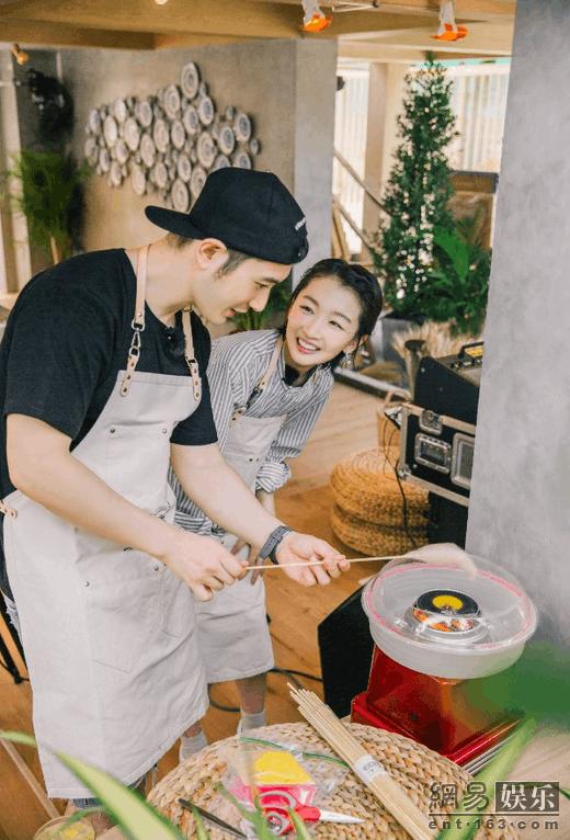 《中餐厅》黄晓明亲授棉花糖做法 彰显爸爸力