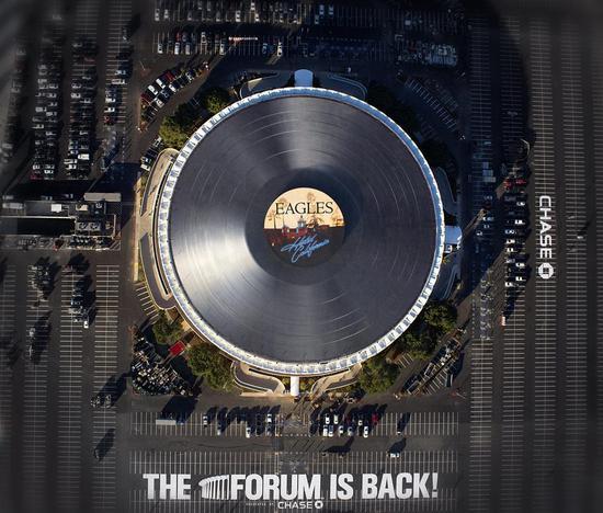 大论坛球馆经常用于举办音乐会 其设计也参照了黑胶碟的造型