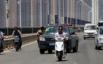 福州公安局交警支队开展专项行动 严查电动车闯三环