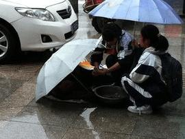 惠州学生雨中相助 八旬老太亲自写信感谢善意