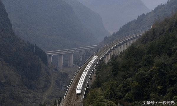 """世界最复杂的铁路 被誉为""""铁路桥隧博物馆"""" 在这里!"""