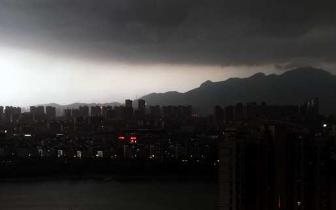 20日傍晚榕城两小时监测到雷电79次 气温急降10℃