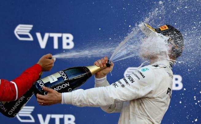 F1俄罗斯站博塔斯夺冠 喷香槟庆祝