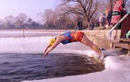 -23℃大叔大妈仍坚持冬泳
