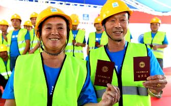 中建三局200名建筑工人集中入会