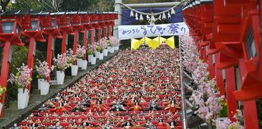 日本神社展出1800个人偶娃娃迎女儿节