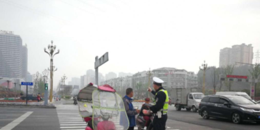 本市开展第十二次城区交通秩序整治行动