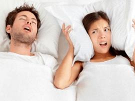 睡觉打鼾危害大 不如试试这些方法