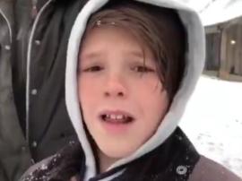 贝克汉姆一家玩雪 囧三被爸爸整蛊小七雪地打滚