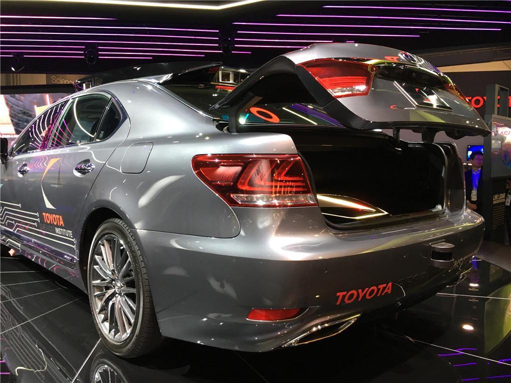 搭载3.0自动驾驶平台 丰田亮相自动驾驶车