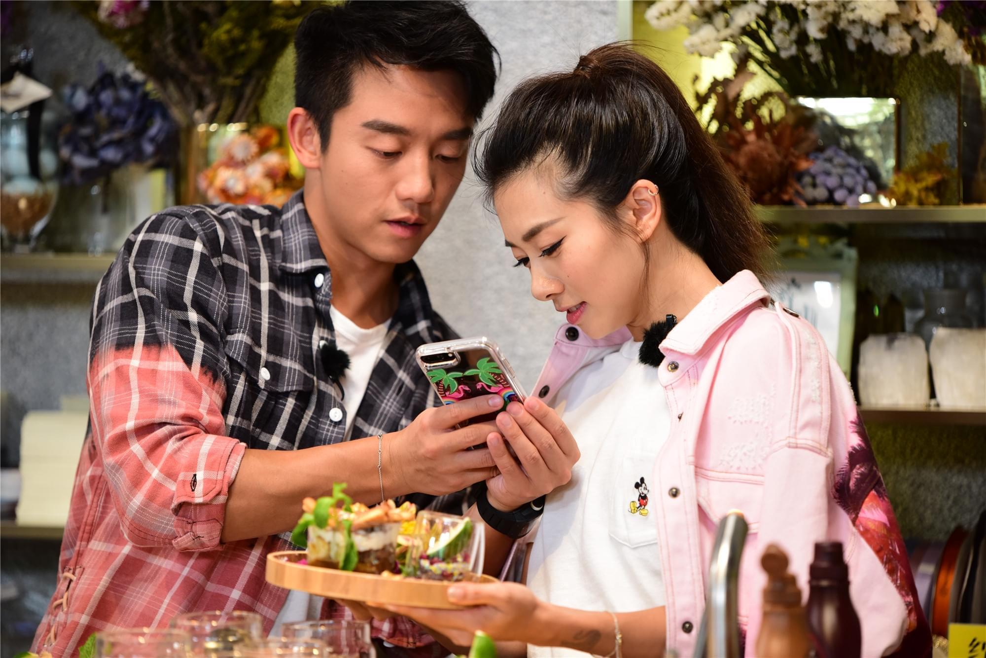 《我们相爱吧》收视上涨 3组CP交替承包热搜