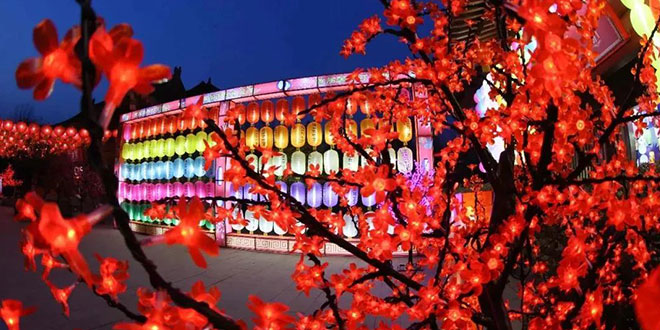 春节期间  清明上河园国际灯笼节引央视争相报道