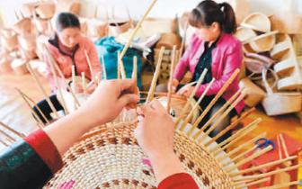 山西广灵编织工艺品走俏 绿色做原料