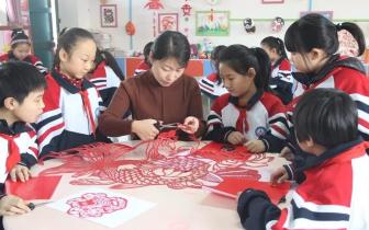 邯山区:传统节日传统过 剪纸剪出祥和年