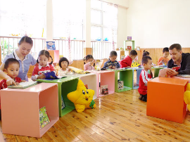 众说纷纭幼儿园:入园难 入园贵 从业人员收入偏低?