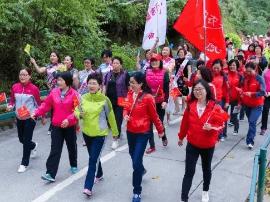 """江门市2000多名妇女庆""""三八""""齐健步赛风采"""