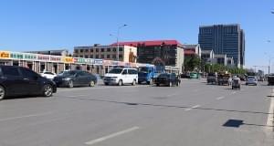 建设南大街部分路段无绿化 市民吐槽:被晒化