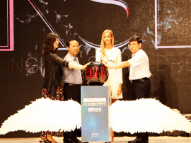 济南首届国际少儿时装周开幕 名模童星T台助阵