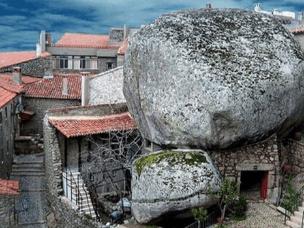 最具葡萄牙特色的村落用巨石做屋顶