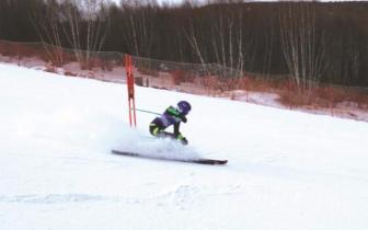 省十五运青少年组高山滑雪比赛举行