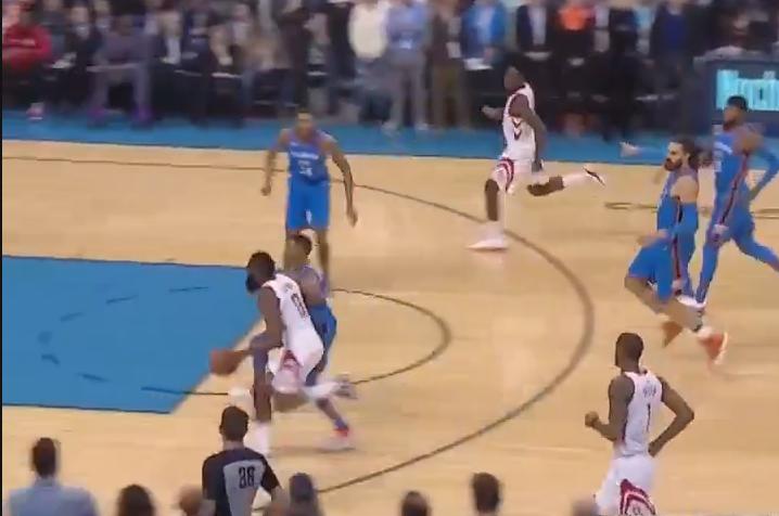【影片】全隊玩命掐哈登! Josh Huestis弱側補防送大鬍子血帽-籃球圈