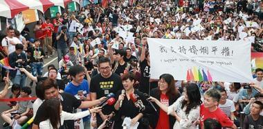 """台湾挺同团体庆祝""""释宪""""结果 感动落泪"""