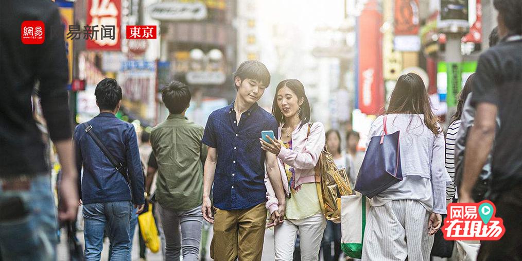 妹子日本街头搭讪 聊两句就能牵手回家