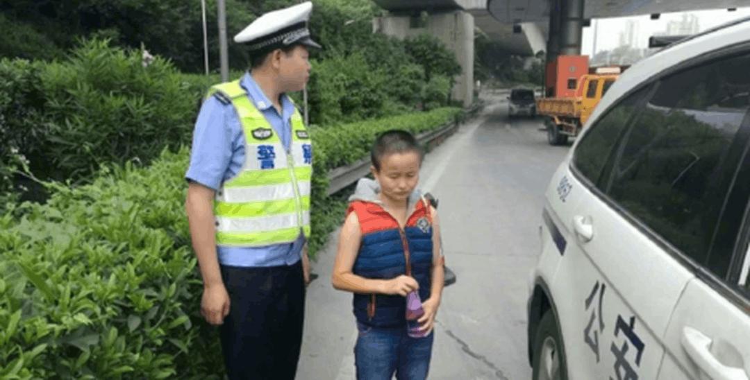 女子深圳高速公路上漫步 称要步行回湖南