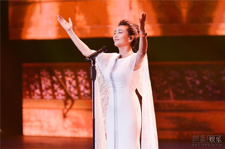 《跨界歌王》江珊问鼎歌王 谢娜走心演唱获亚军