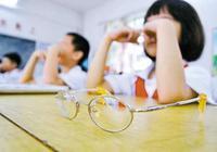 我国小学生近半近视 高中生超八成