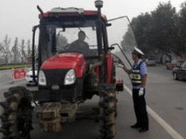 非法改装拖拉机载人上路 刹车部件失灵致车毁人亡