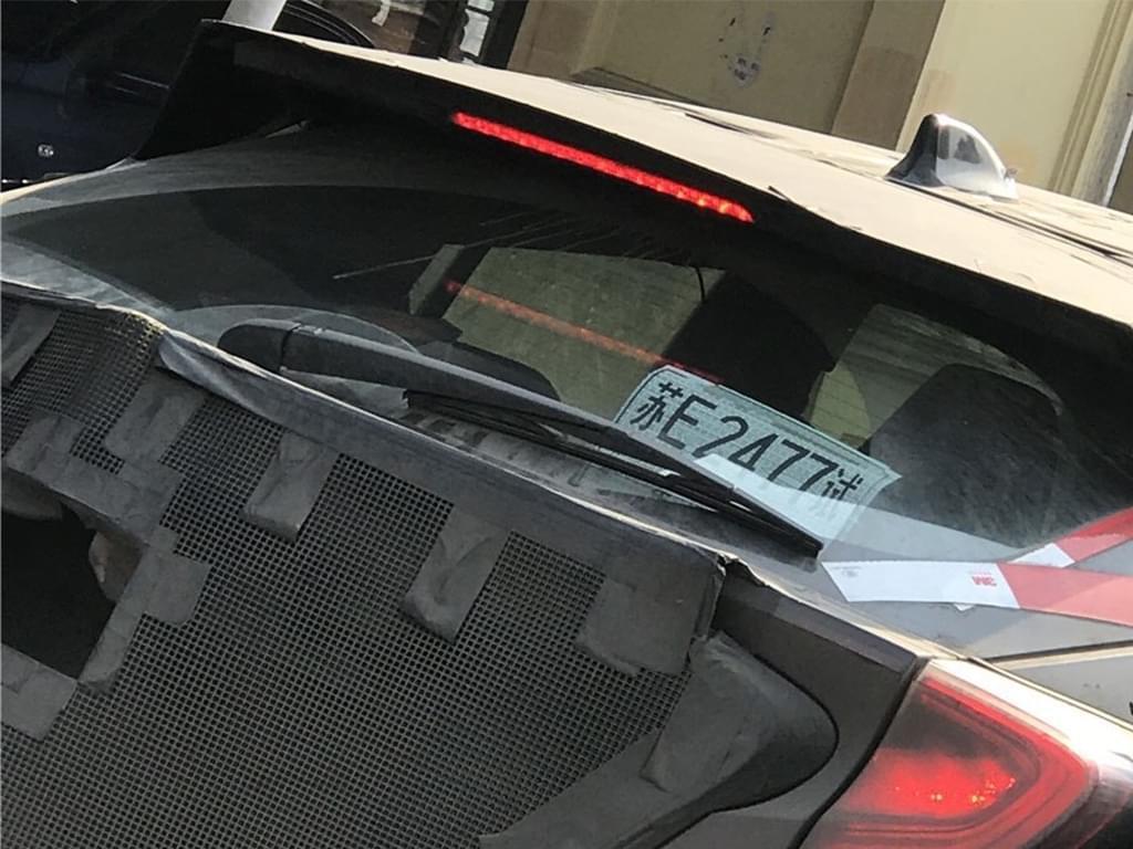 疑似混动版车型 丰田C-HR国内现身路试