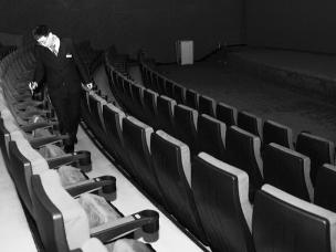 午夜劳动者:电影散场 他还在忙碌