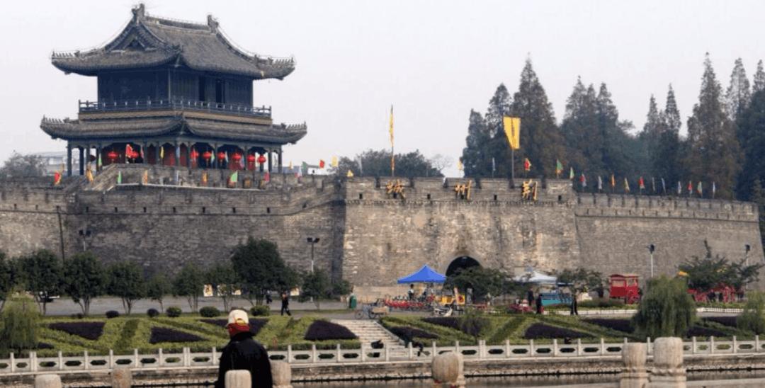荆州市8天长假接待游客432万人次 吸金近27亿元