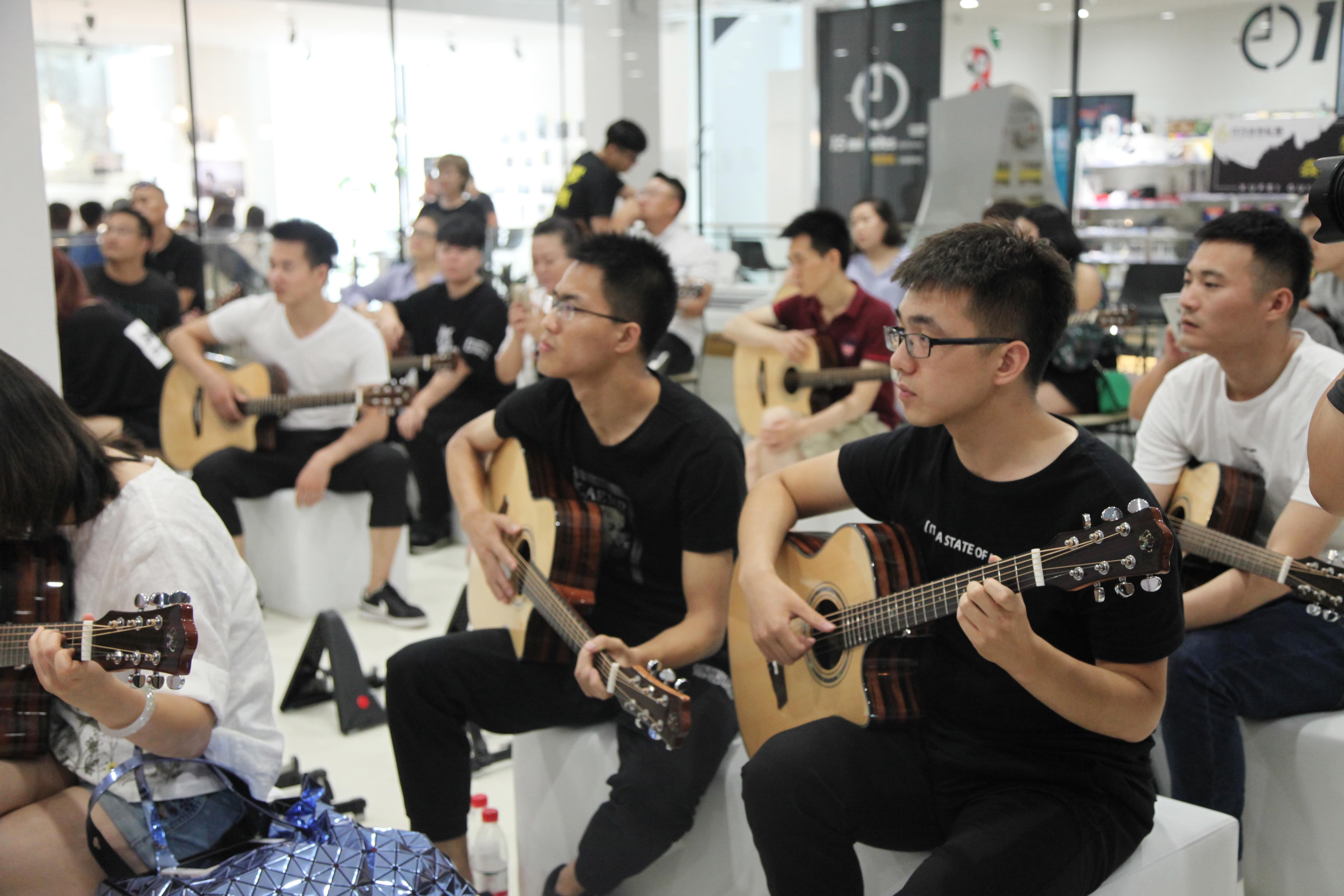 许飞梦想吉他首发亮相 冲破市场为公益