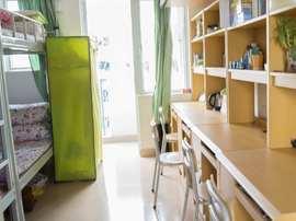 佛山一学生被反锁在宿舍撞门致残 校方不愿担责