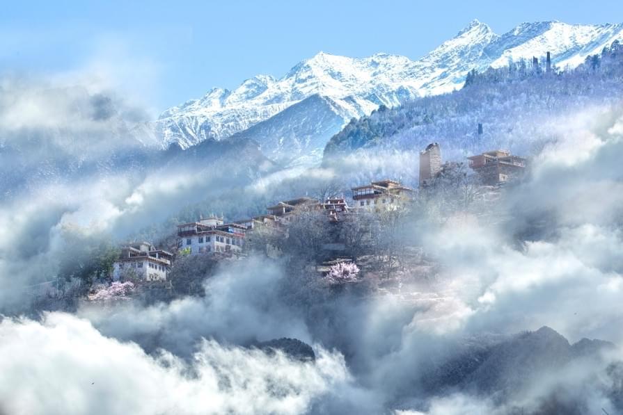 盘踞在云上的小山村 人间最美的地方!