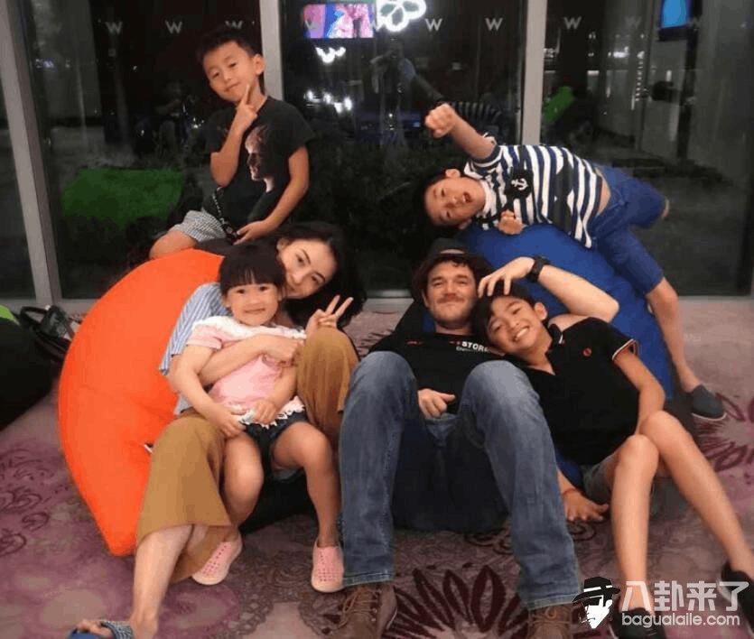 张柏芝携儿子与外籍男一同吃饭逛街 关系显融洽