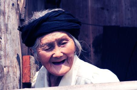 《罗长姐》杭州首映 导演深入五峰拍摄一年半