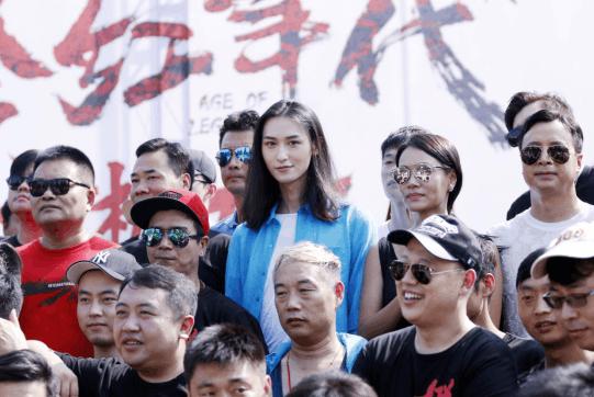 《橙红年代》在京开机 胡潇灵亮相开机仪式
