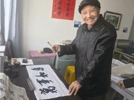 泰兴94岁中风老人每天坚持练习书法重获健康