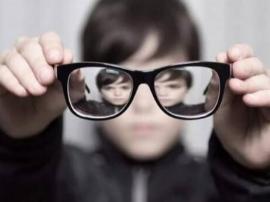 男性晚育下一代高度近视概率高