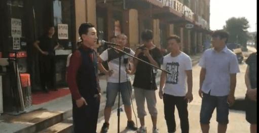 北大学霸低音哥被曝是清华学霸李健的同窗同学