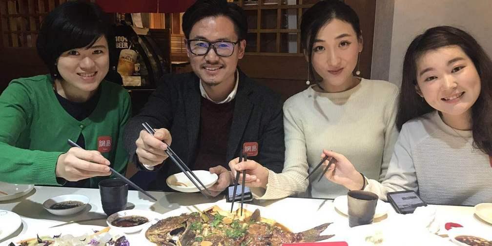 在日本吃东北炖鱼,老外竟然感动落泪?