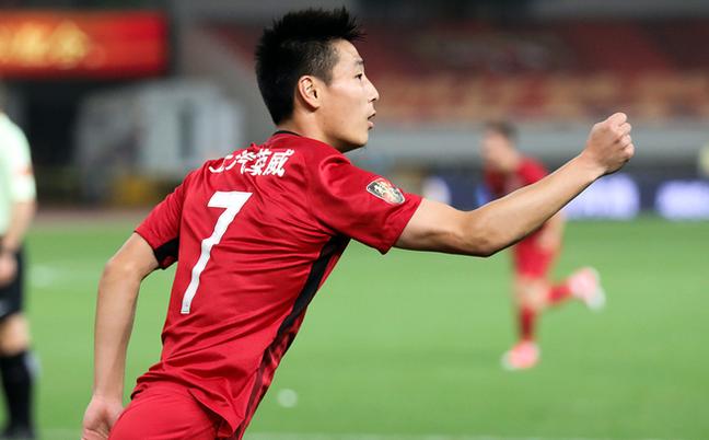 中超-上港2-0苏宁夺回榜首