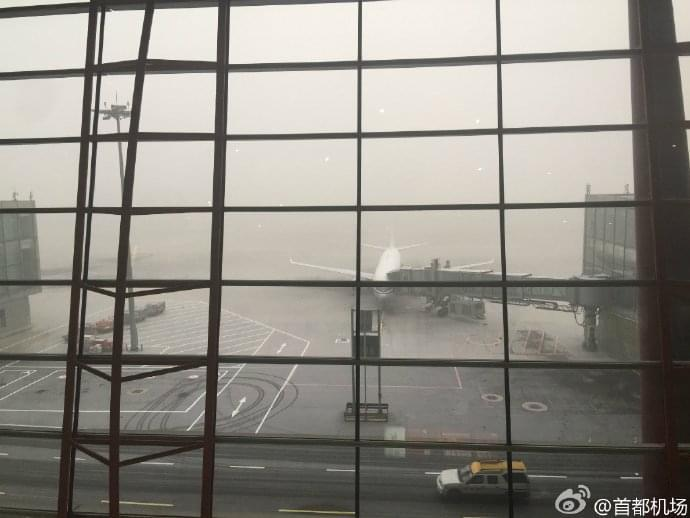 今早拍摄首都机场画面。