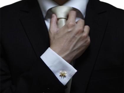 各位绅士们请不要再忽略你们的袖扣了