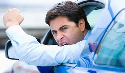 路怒症:为何开车上路就变得特别愤怒?