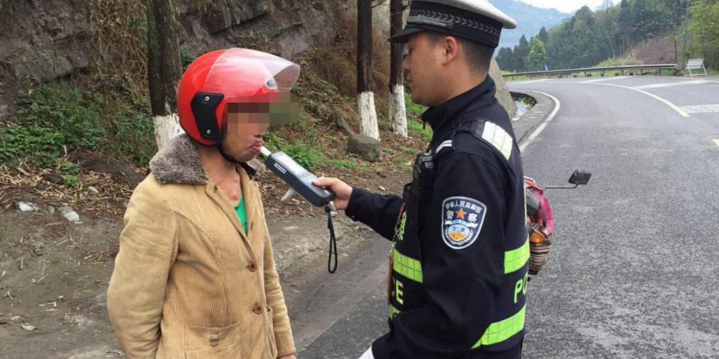 男子3年4次酒驾被逮 称不喝酒骑摩托不稳